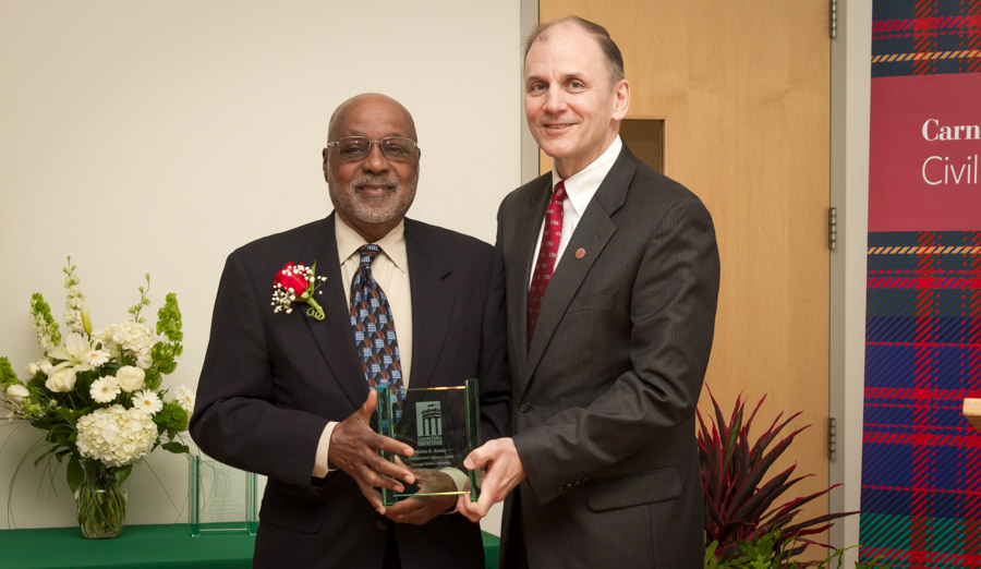 Dr. Melvin Ramey and CEE Department Head Dave Dzombak at the 2015 CEE Distinguished Alumni Awards.