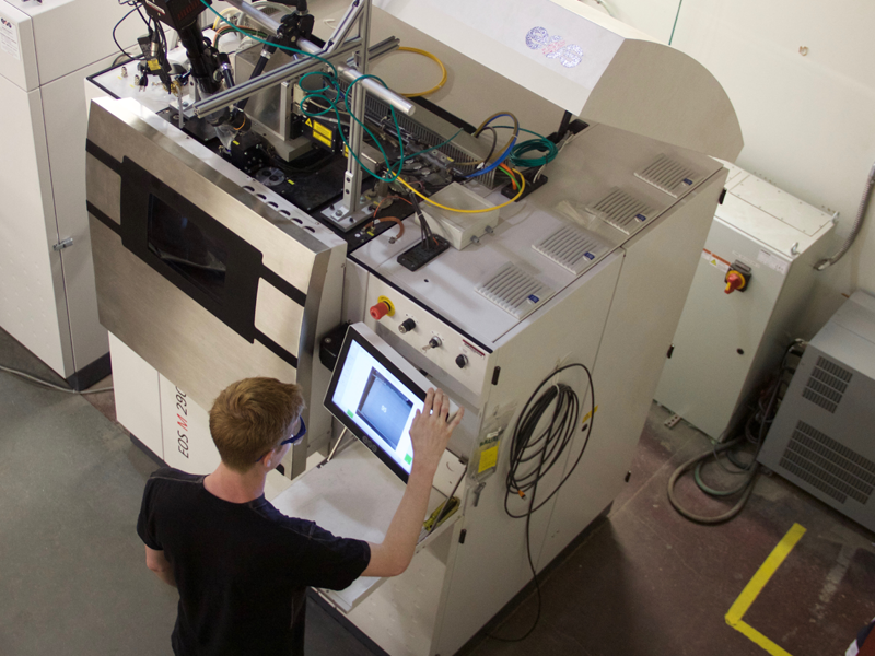 A student uses a machine in the Additive Manufacturing Laboratory.